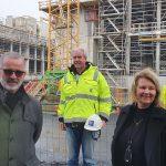 Alustar med provisoriske bygningsheiser og stillas til Nye SUS